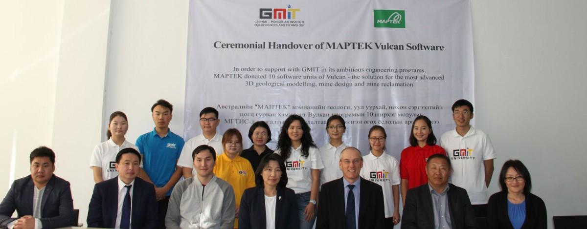 MAPTEK компанийн төлөөлөгч болон МГТИС-ийн оюутнууд