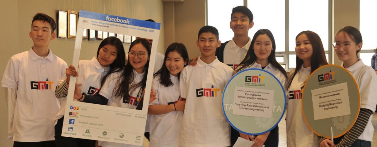 Инженер мэргэжлийг сонирхсон 400 гаруй хүүхэд залуус МГТИС-ийн Нээлттэй өдөрлөгт оролцлоо
